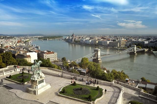 Аренда и прокат автобусов в Будапеште - Трансфер в Вену